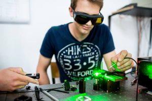 laboratorium z laserem