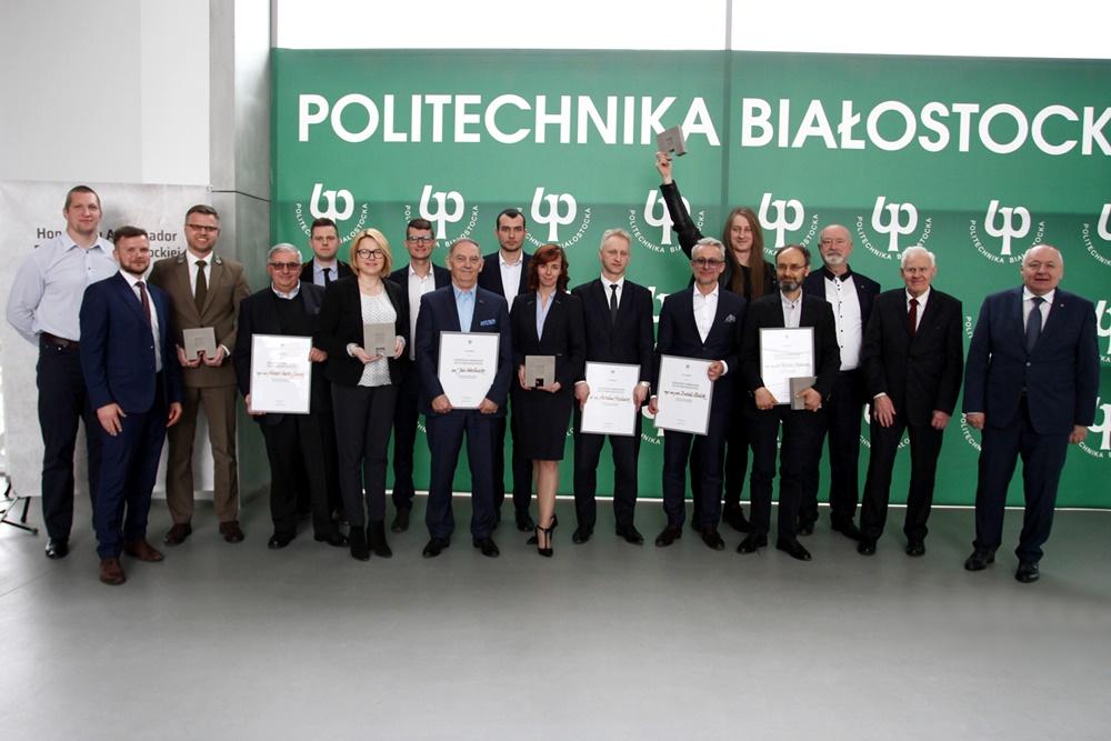 Osoby zostały nagrodzone tytułem Honorowego Ambasadora Politechniki Białostockiej