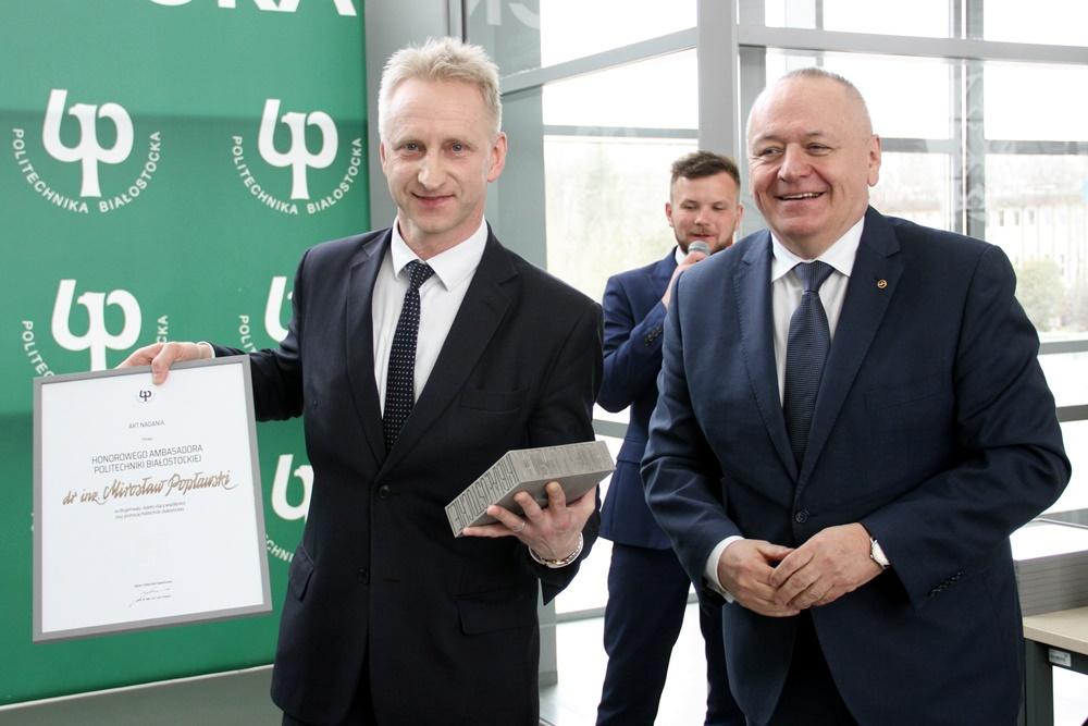 prof. dr hab. inż. Lech Dzienis, Rektor PB, oraz dr inż. M. Popławski, Honorowy Ambasador PB