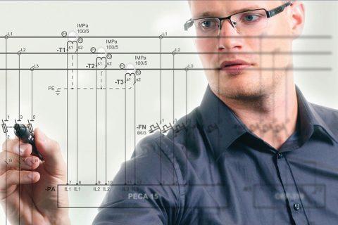 Inżynier projektujący instalację elektryczną