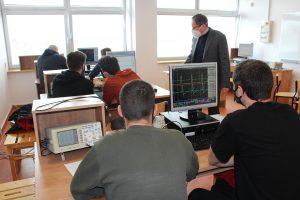 Laboratorium cyfrowego przetwarzania sygnałów.